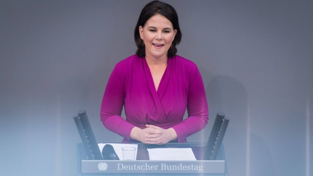Berlin, Plenarsitzung im Bundestag Annalena Baerbock (Bundesvorsitzende und Kanzlerkandidatin der Grünen) während der D