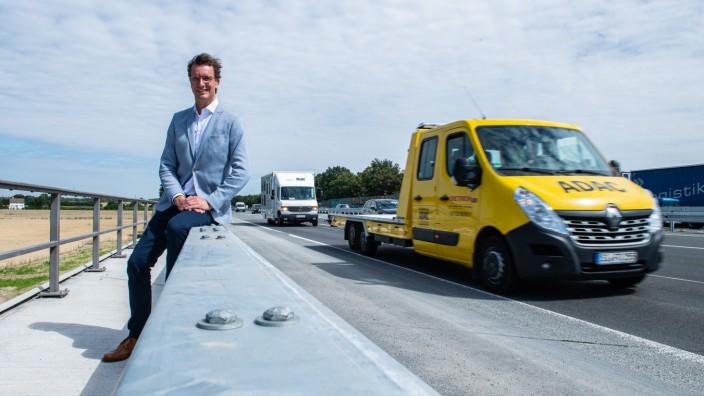 Verkehrsminister Wüst informiert sich über schnelle Bauverfahren