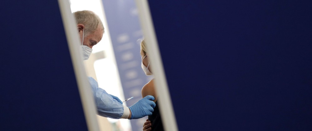 In der Ehrenfelder Ditib Moschee können sich Kölner am Wochenende gegen das Coronavirus impfen lassen. Zur Verfügung st