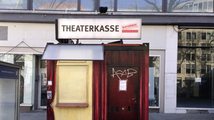 Ku damm - Coronavirus Crisis DEU, Deutschland, Germany, Berlin, 07.04.2020 Geschlossene Theaterkasse der Komoedie zu Zei