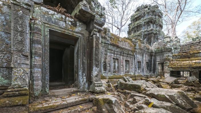 abandoned temple at the ancient ruins of Angkor Wat Krong Siem Reap, Siem Reap Province, Cambodia PUBLICATIONxINxGERxSUI