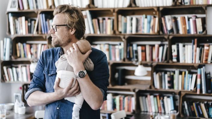 Father holding his baby girl model released Symbolfoto property released PUBLICATIONxINxGERxSUIxAUTx