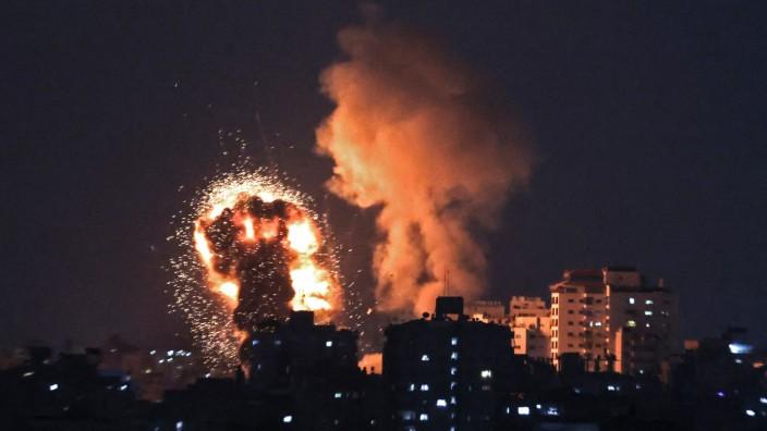 Nahost: Als Reaktion auf Raketenbeschuss bombardierte Israels Luftwaffe zahlreiche Ziele im dicht besiedelten Gazastreifen. Dort herrscht die islamistische Hamas.