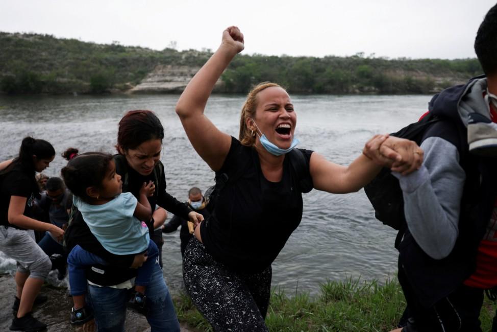 Migrants cross the border in Del Rio, Texas