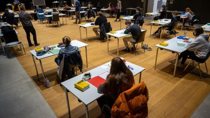Beginn Abitur-Prüfungen an bayerischen Gymnasien