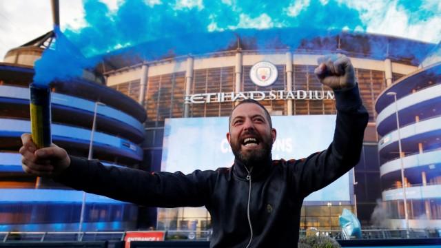 Premier League - Manchester City fans celebrate winning the Premier League