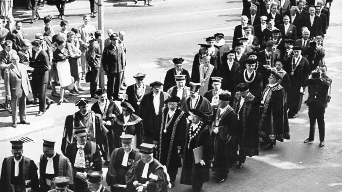 Festzug von Professoren in Frankfurt am Main, 1964