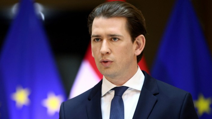 FILE PHOTO: Austria's government outlines planned loosening of coronavirus restrictions in Vienna