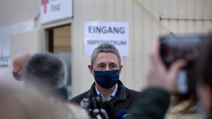 """Besichtigung Impfzentrum Unterschleißheim am Volksfestplatz. Betreiber: Bayerisches Rotes Kreuz âÄ"""" Kreisverband München"""