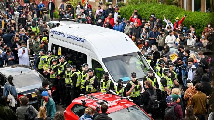 *** BESTPIX *** Protesters Block UK Home Office Van In Glasgow
