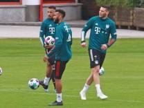 Eric Maxim Choupo-Moting, Corentin Tolisso, Niklas Süle, Suele, Gruppe, am Ball Fussball 1. Bundesliga FC Bayern München