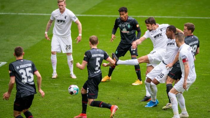 Tor zum 1:0 durch Rani Khedira (FC Augsburg 08), GER, FC Augsburg vs. SV Werder Bremen, Fussball, Bundesliga, 33. Spielt