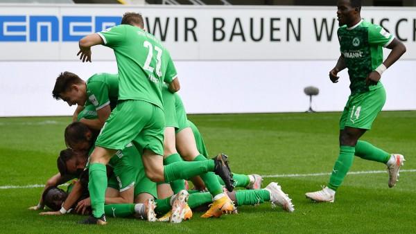 Paderborn, Benteler Arena, 16.05.21, GER, Herren, 2.Bundesliga, Saison 2020-2021, SC Paderborn 07 - SpVgg Greuther Fuert; Fußball - Greuther Fürth Paderborn - Dickson Abiama