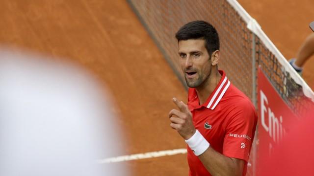 Nadal und Djokovic im Tennis: Was kann Novak Djokovic immer noch schimpfen! Zur Not kriegt auch seine eigene Box die Wut ab.