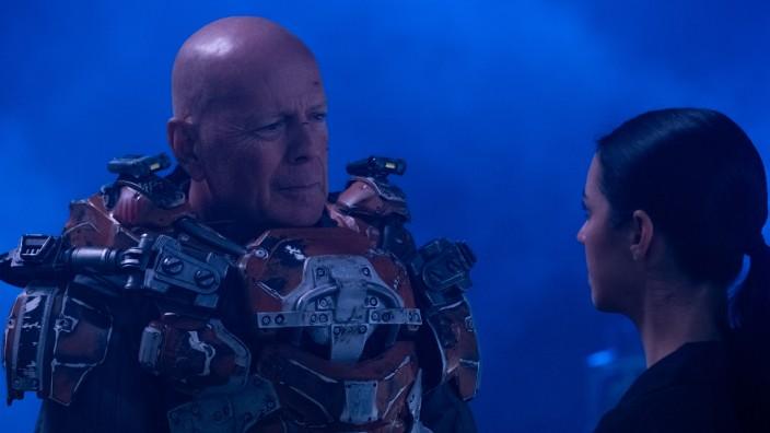"""Spätwerk des Schauspielers: Völkermord ist irgendwie sein Ding, aber straight to DVD: Bruce Willis als """"Blut-General"""" in """"Cosmic Sin""""."""