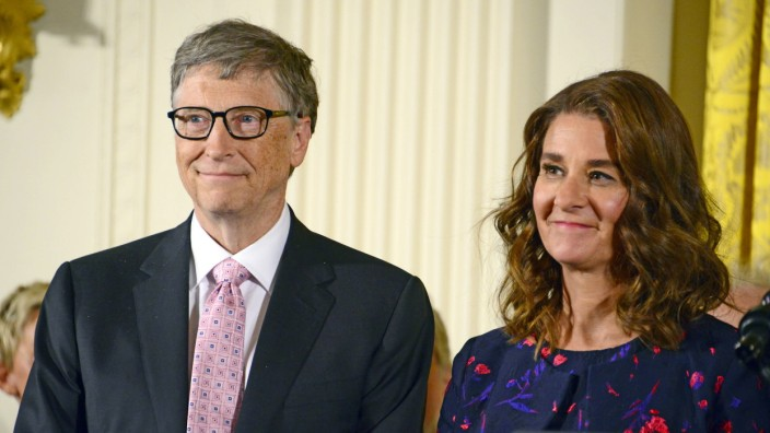 **FILE PHOTO** Bill And Melinda Gates Divorcing after 27 Years Of Marriage. United States President Barack Obama presen