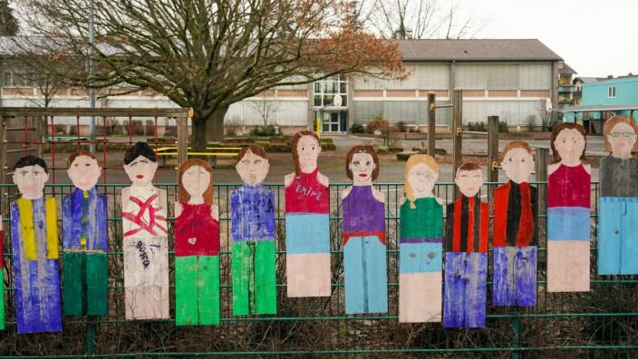 Leerer Schulhof an der Karl-Treutel Grundschule - Kelsterbach 23.01.2021: Karl-Treutel Grundschule *** Empty schoolyard