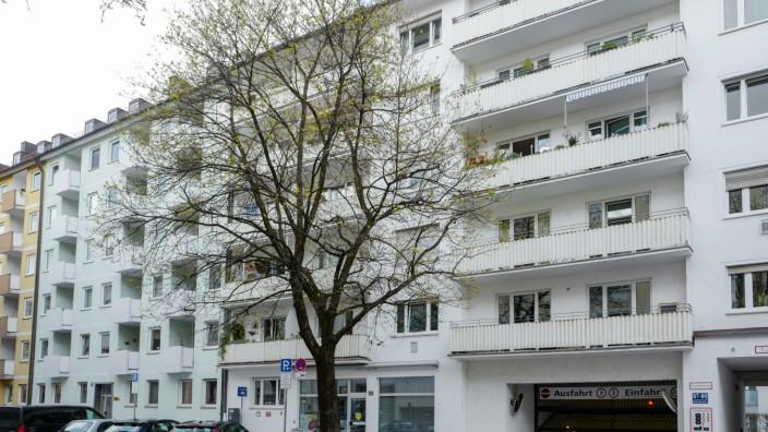 Eine Ein-Zimmer-Wohnung in der Kirchenstraße 87 soll zu hochpreisig vermietet worden sein.