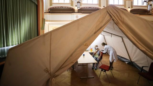 Coronavirus - Mobiles Impfzentrum im Rathaus