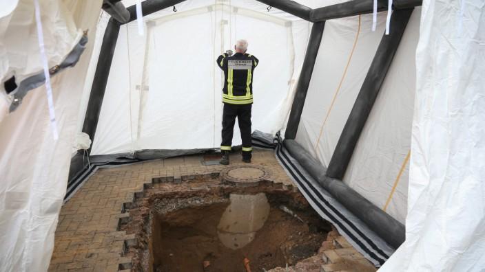 Unbekannte Graben Tunnel zu einer Bankfiliale