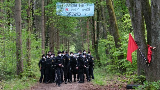 Aktivisten besetzen Forst Kasten Aktivisten besetzen Forst Kasten. Sie protestieren damit gegen den geplanten Kahlschlag