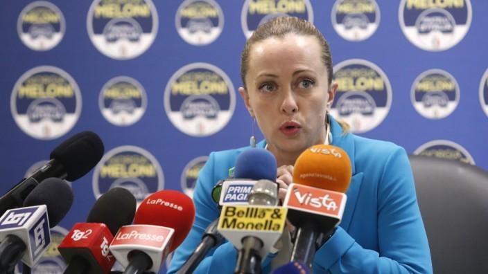 Giorgia Meloni, Vorsitzende der postfaschistischen Fratelli d'Italia gewinnt immer mehr Anhänger.