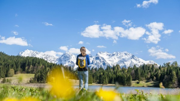 Germany Bavaria woman walking at lake Barmsee model released Symbolfoto PUBLICATIONxINxGERxSUIxAUT