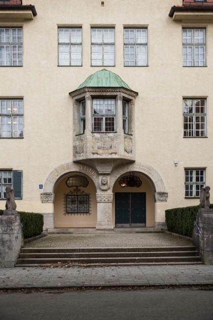 München: Schmuckfoto, Symbolfoto: Pasing. Karlsgymnasium.
