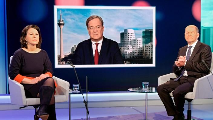 Uneins waren die Kandidaten bei den Militärausgaben: Armin Laschet (CDU) und Olaf Scholz (SPD) wollen sie erhöhen. Annalena Baerbock (Grüne) nannte das Nato-Ziel dagegen absurd.