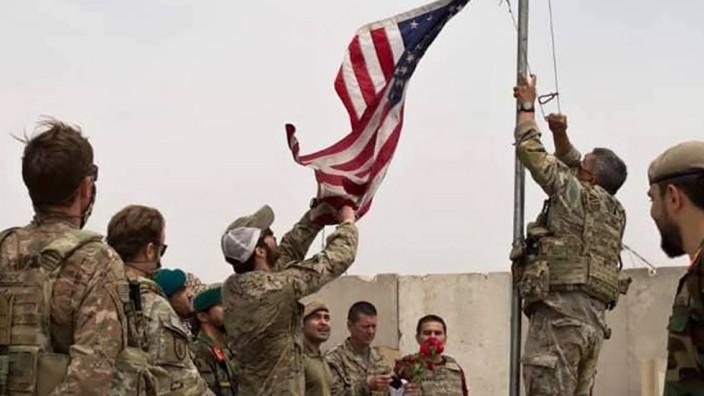 USA und Zentralasien: Abziehen, aber nahe bleiben? So wie in Camp Anthonic übergeben US-Truppen nach und nach Lager dem afghanischen Militär. Es gibt Indizien, dass die USA nun Stützpunkte in den zentralasiatischen Nachbarstaaten suchen.