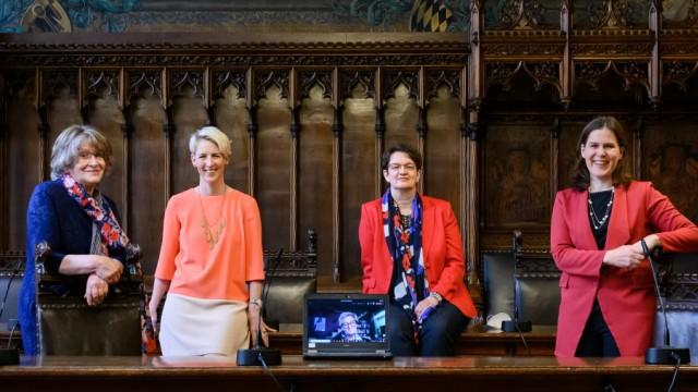 München: Fünf Münchner Bürgermeisterinnen im Gespräch - Katrin Habenschaden, Verena Dietl, Christine Strobl, Gertraud Burkert und Sabine Csampai
