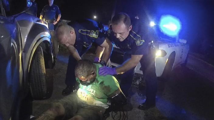 USA: Die Polizei von Louisiana hat nun Videoaufnahmen veröffentlicht, die den Einsatz gegen Ronald Greene zeigen.