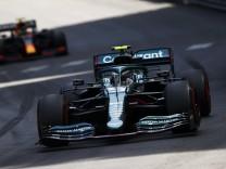 Formula 1 2021: Monaco GP CIRCUIT DE MONACO, MONACO - MAY 23: Sebastian Vettel, Aston Martin AMR21, leads Sergio Perez,