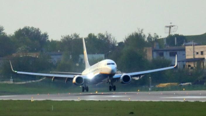 Sanktionen gegen Belarus: Stunden nach der erzwungenen Zwischenlandung in Minsk landet die Ryanair-Maschine an ihrem eigentlichen Ziel in Vilnius.