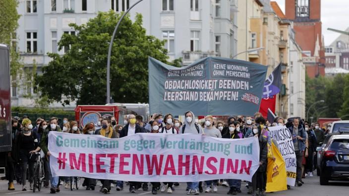 Demonstration unter dem Motto Gegen den Mietenwahnsinn - jetzt erst recht! am Potsdamer Platz. Berlin, 23.05.2021 *** De