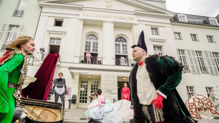 Pressebilder: Tartuffe oder Das Schwein der Weisen von PeterLicht frei nach Molière Regie: Jan Bosse