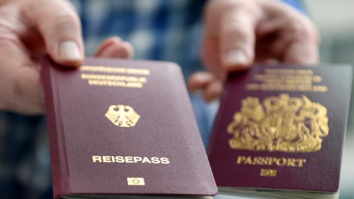 Britischer und deutscher Pass