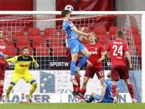 Foto : Simon Lorenz köpft und trifft zur Kieler FuÌÆ hrung Fussball 2. Liga am Mi. 26.05.2021 Relegationsspiel Köln - Hol