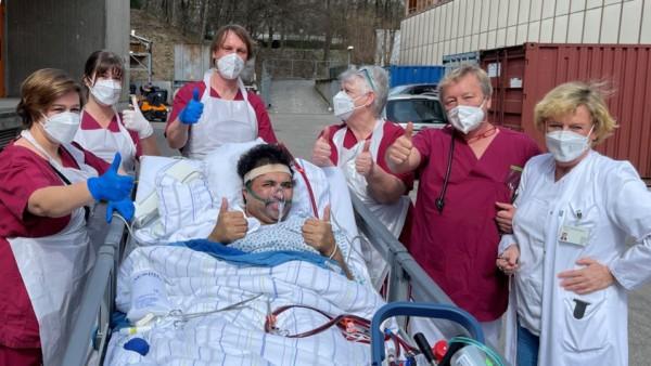 Corona-Patient überlebt in München Klinik Bogenhausen drei Monate an der ECMO-Maschine