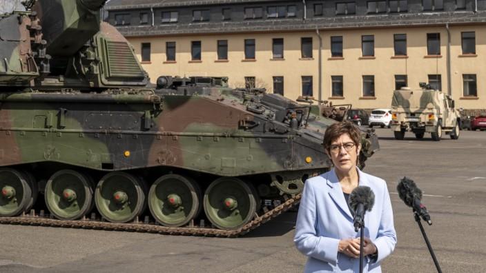 Verteidigungsministerin Annegret Kramp-Karrenbauer will die Finanzfragen ihres Hauses dieses Mal grundsätzlicher geklärt wissen.