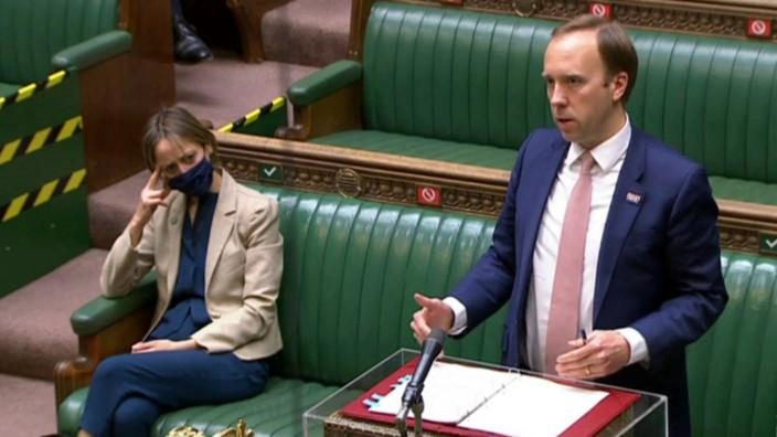 Großbritanniens Gesundheitsminister verteidigt im Unterhaus seinen Umgang mit der Corona-Pandemie.