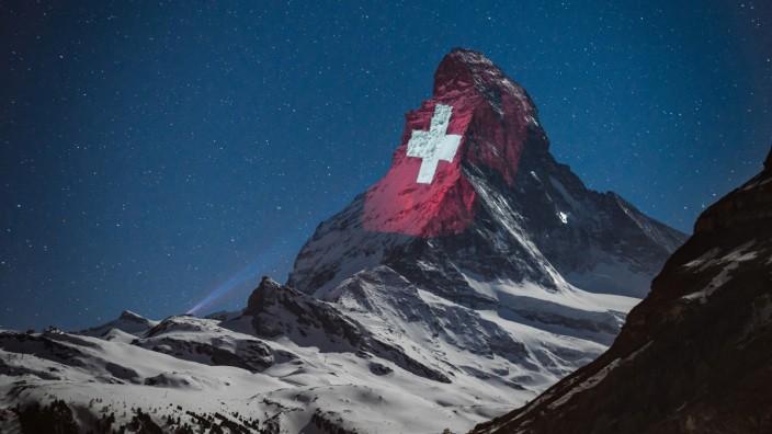 """Schweiz: """"Durcheinanderschweiz"""": In der Eidgenossenschaft - hier eine Lichtinszenierung am Matterhorn - gibt es laute Kritik an der Abfuhr für die EU."""