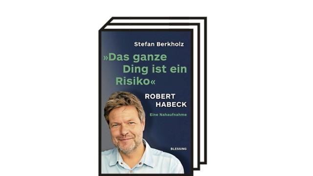 """Bücher des Monats: Stefan Berkholz: """"Das ganze Ding ist ein Risiko."""" Robert Habeck. Eine Nahaufnahme. Karl Blessing Verlag, München 2021. 463 Seiten, 22 Euro. E-Book: 17,99 Euro."""