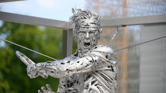 28.05.2021 Paris France, Tennis French Open Roland Garros 2021 v.l., Rafael Nadal Statue im Stade Roland Garros *** 28 0