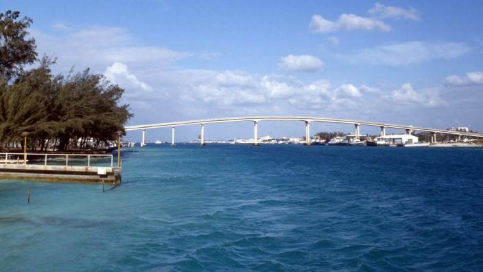 Paradise Island Brücke Paradise Island Brücke auf den Bahamas in der Karibik, 1980er. Paradise Island Bridge on the Baha