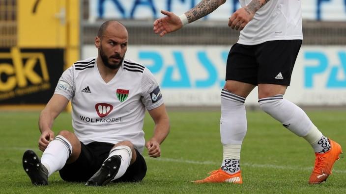 v.li.: Adam Jabiri (1. FC Schweinfurt 05), Daniel Adlung (1. FC Schweinfurt 05), 22.05.2021, Aschaffenburg (Deutschland)