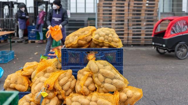 Hilfsprojekt: Ein Sack Kartoffeln ist für Michels mehr als nur ein eigentlich günstiges Grundnahrungsmittel.