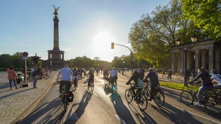 19.05.2021,Berlin,Deutschland,GER,Ride of Silence - Fahrraddemonstration zum Gedenken an tödlich verunglückte Radfahren