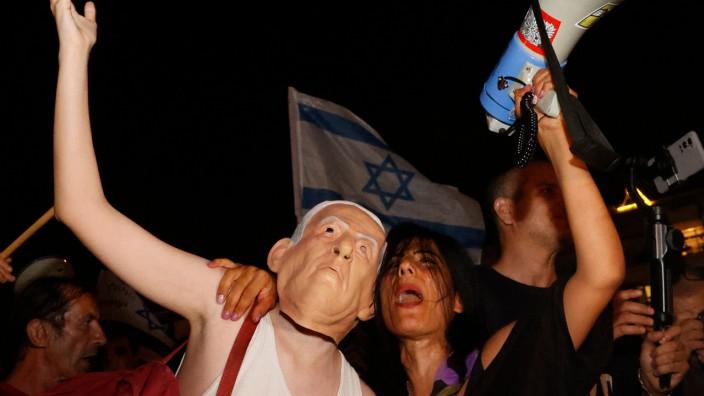 Israel: Demonstranten in Tel Aviv protestieren gegen Benjamin Netanjahu