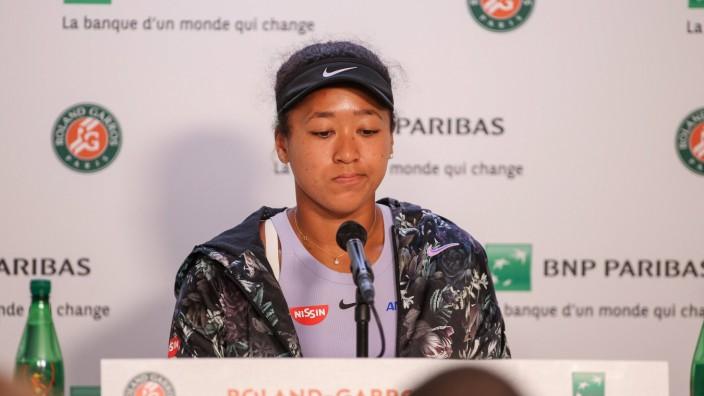 Naomi Osaka bei einer Pressekonferenz der French Open 2019